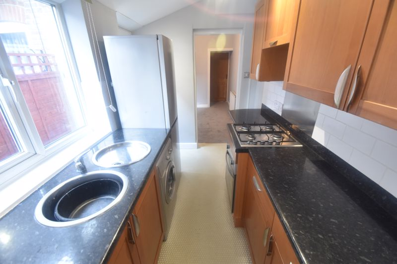2 bedroom Mid Terrace to rent in North Street, Luton - Photo 5