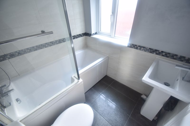 2 bedroom Mid Terrace to rent in North Street, Luton - Photo 6