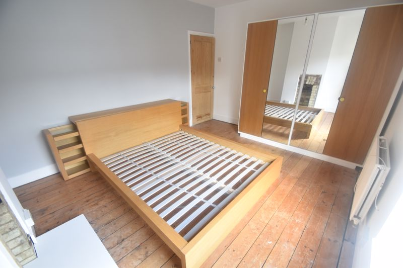 2 bedroom Mid Terrace to rent in North Street, Luton - Photo 9