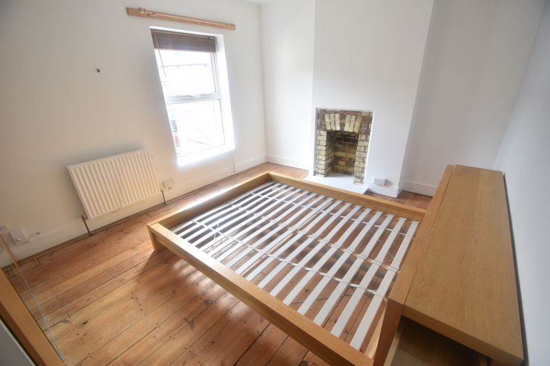 2 bedroom Mid Terrace to rent in North Street, Luton - Photo 10