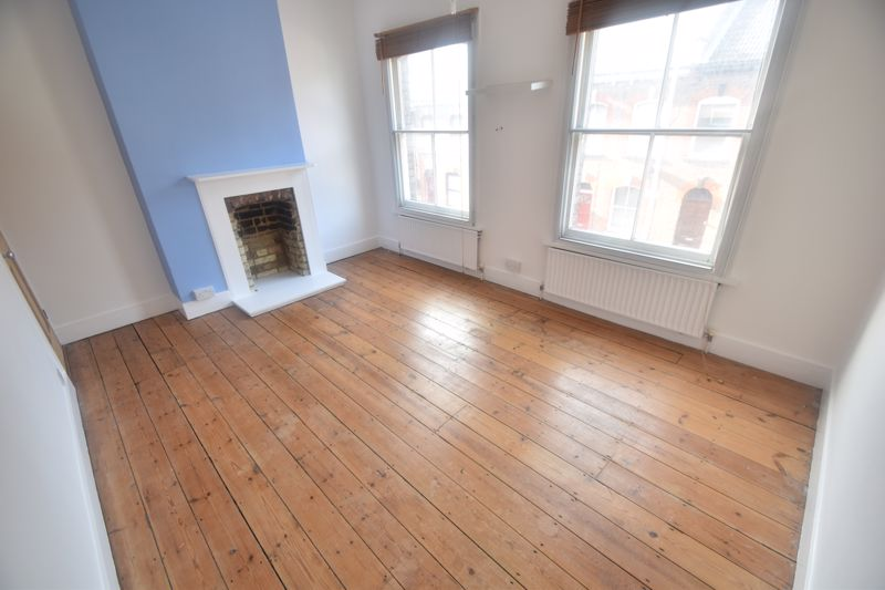 2 bedroom Mid Terrace to rent in North Street, Luton - Photo 11
