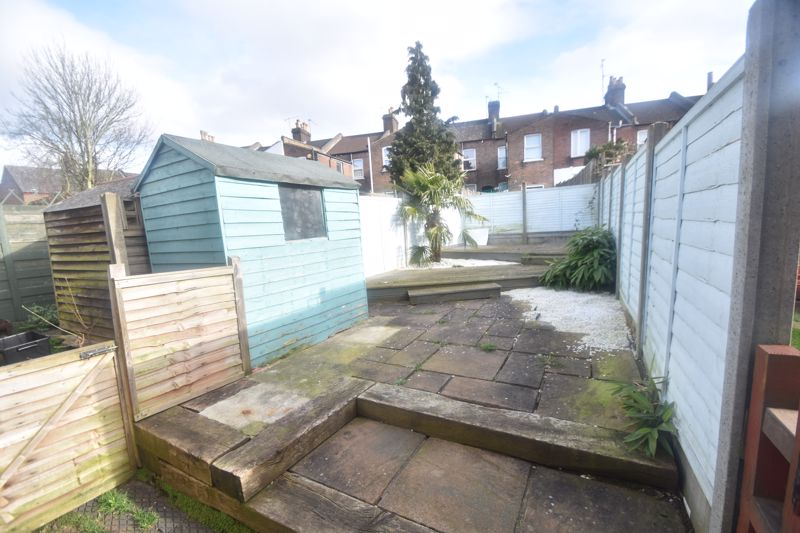 2 bedroom Mid Terrace to rent in North Street, Luton - Photo 12