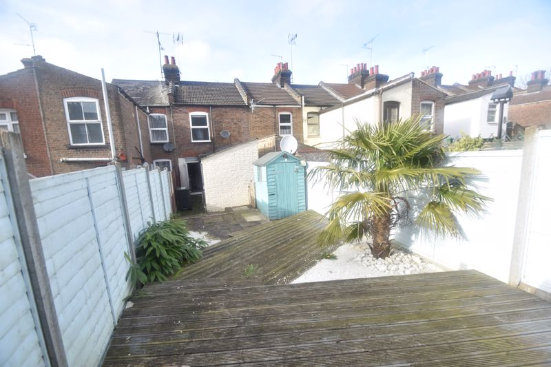2 bedroom Mid Terrace to rent in North Street, Luton - Photo 14