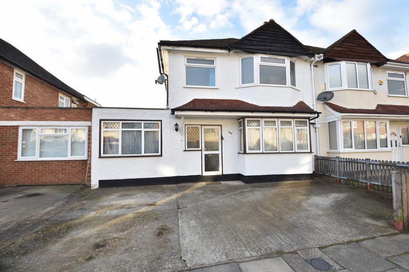 3 bedroom  to buy in Richmond Hill, Luton