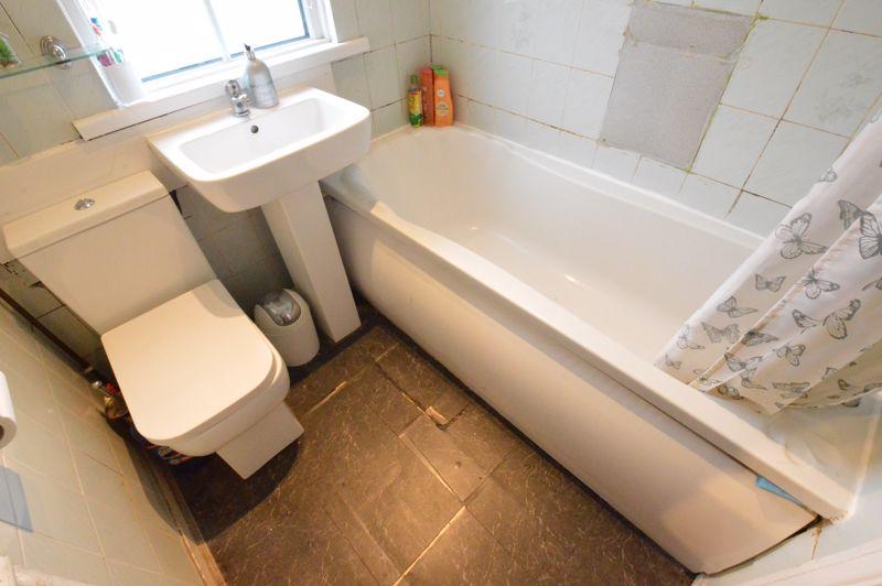 3 bedroom Mid Terrace to buy in Neville Road, Luton - Photo 8