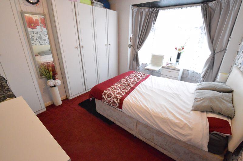 3 bedroom Mid Terrace to buy in Neville Road, Luton - Photo 5