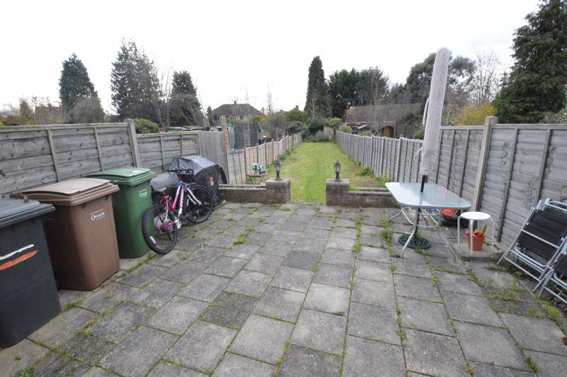 3 bedroom Mid Terrace to buy in Neville Road, Luton - Photo 9