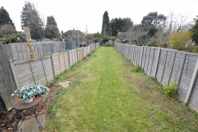 3 bedroom Mid Terrace to buy in Neville Road, Luton - Photo 10