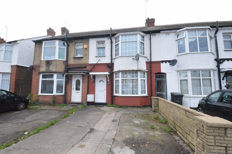 3 bedroom Mid Terrace to buy in Neville Road, Luton - Photo 2