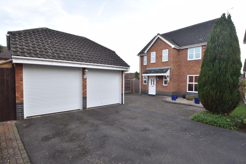 4 bedroom Detached  to buy in Lavender Close, Luton