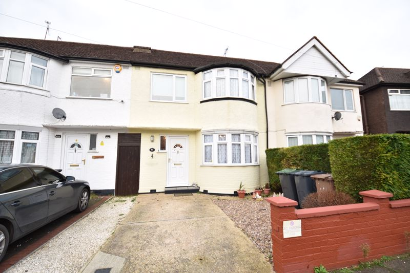 3 bedroom Mid Terrace to buy in Browning Road, Luton - Photo 1