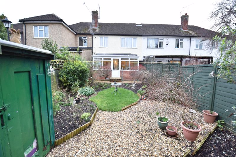 3 bedroom Mid Terrace to buy in Browning Road, Luton - Photo 12