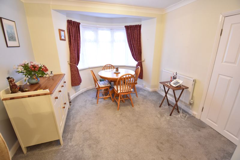 3 bedroom Mid Terrace to buy in Browning Road, Luton - Photo 2
