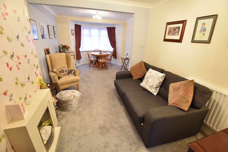 3 bedroom Mid Terrace to buy in Browning Road, Luton - Photo 4