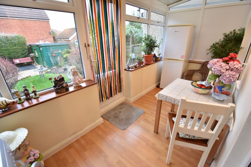 3 bedroom Mid Terrace to buy in Browning Road, Luton - Photo 6