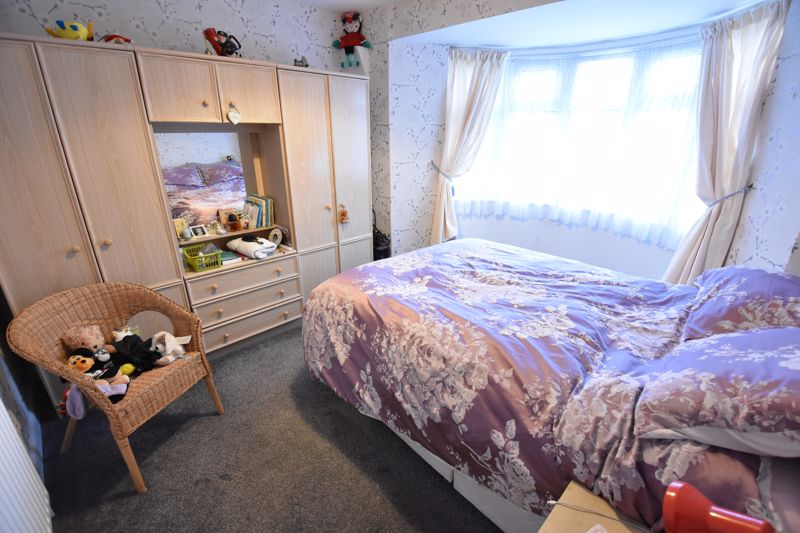 3 bedroom Mid Terrace to buy in Browning Road, Luton - Photo 7