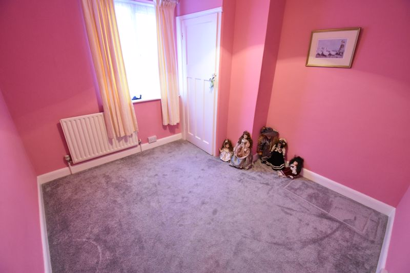 3 bedroom Mid Terrace to buy in Browning Road, Luton - Photo 8