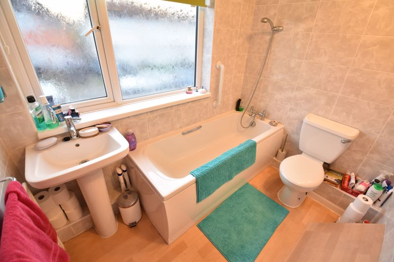 3 bedroom Mid Terrace to buy in Browning Road, Luton - Photo 9