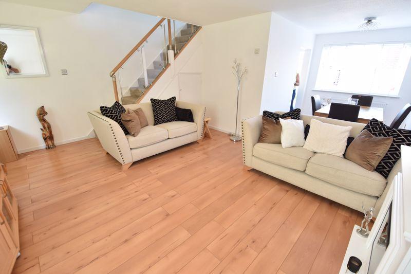 3 bedroom  to buy in Heath Close, Luton - Photo 1