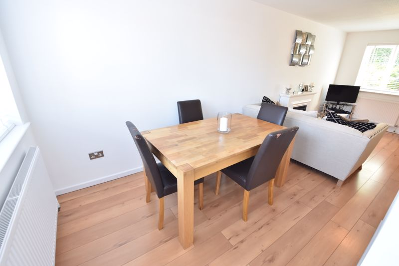3 bedroom  to buy in Heath Close, Luton - Photo 2