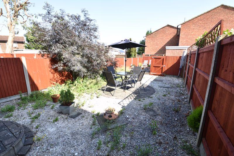 3 bedroom  to buy in Heath Close, Luton - Photo 4