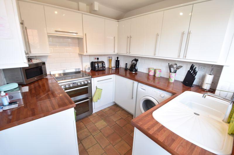 3 bedroom  to buy in Heath Close, Luton - Photo 7
