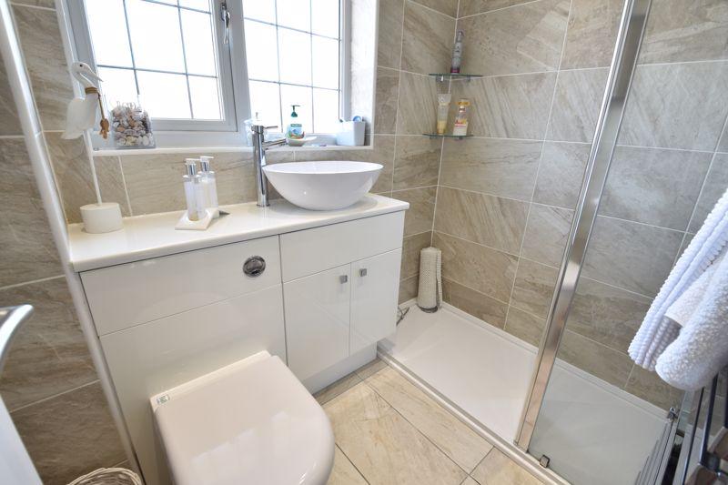 3 bedroom  to buy in Heath Close, Luton - Photo 8