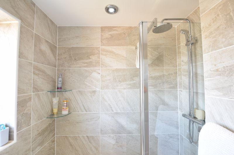 3 bedroom  to buy in Heath Close, Luton - Photo 9