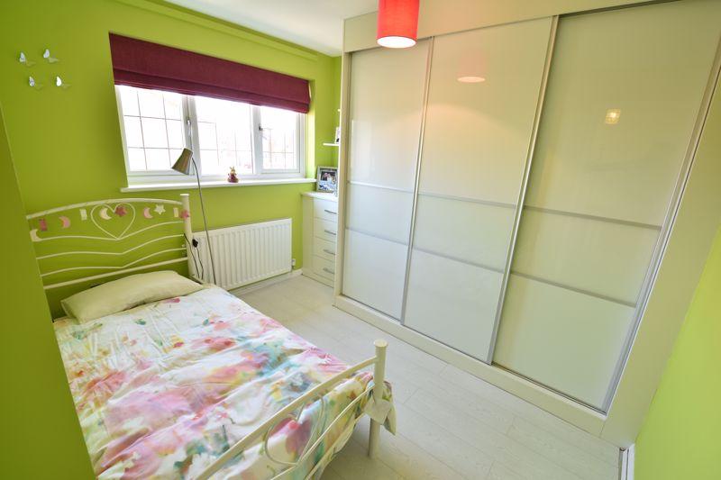 3 bedroom  to buy in Heath Close, Luton - Photo 11