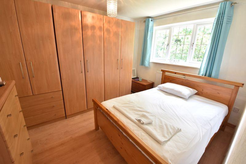 3 bedroom  to buy in Heath Close, Luton - Photo 12