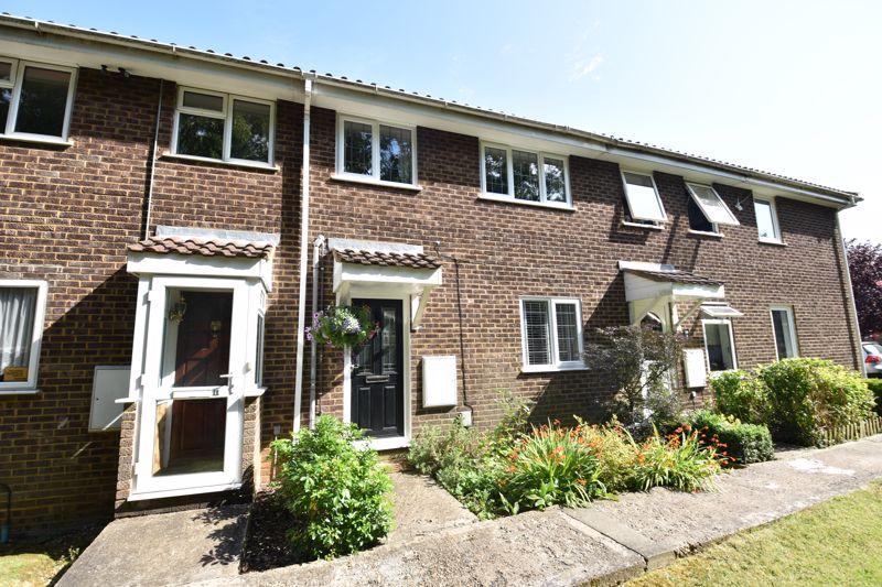 3 bedroom  to buy in Heath Close, Luton