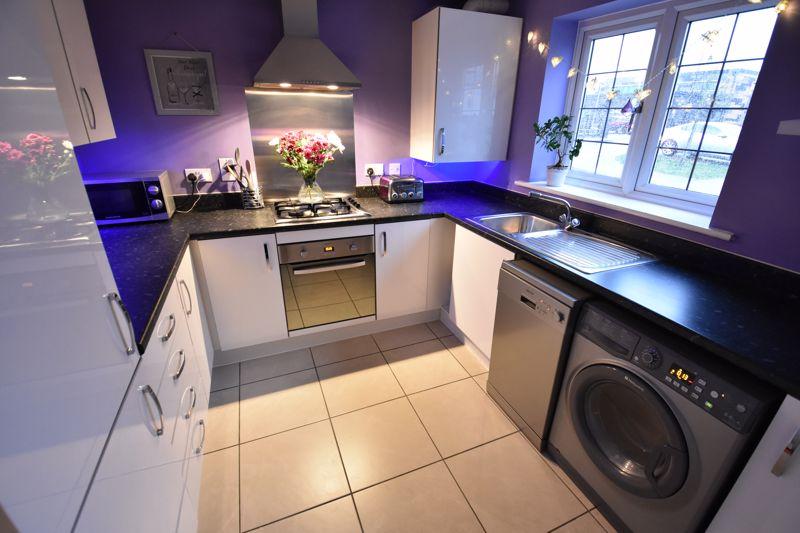 3 bedroom Semi-Detached  to buy in Hazel Grove, Bedford - Photo 7