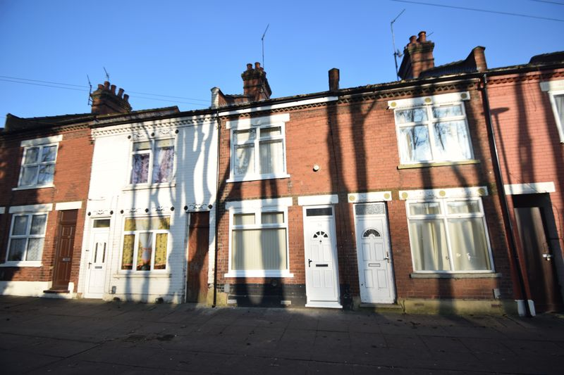 2 bedroom Mid Terrace to rent in Maple Road East, Luton