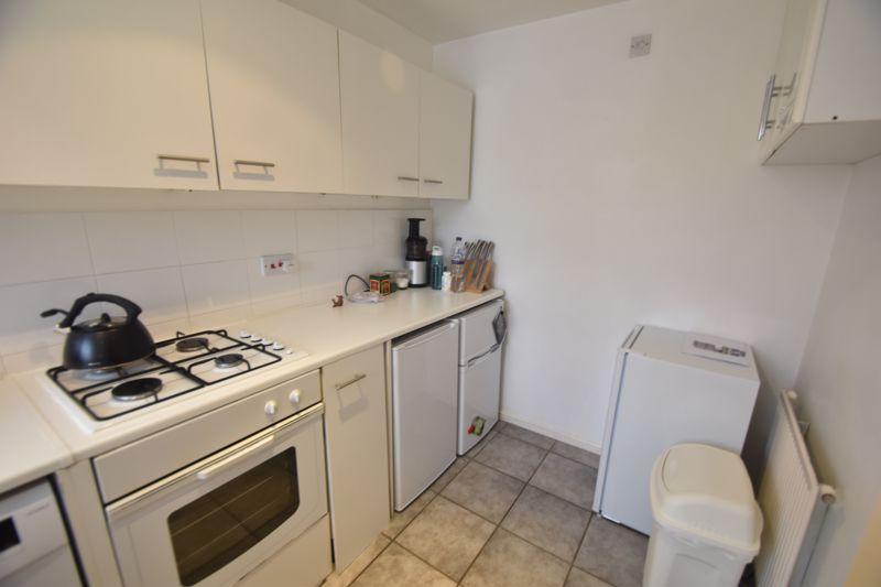 2 bedroom  to rent in Ennismore Green, Luton - Photo 2