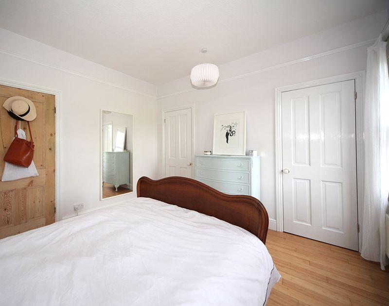 3 bedroom Semi-Detached  to rent in Havelock Road, Luton - Photo 2
