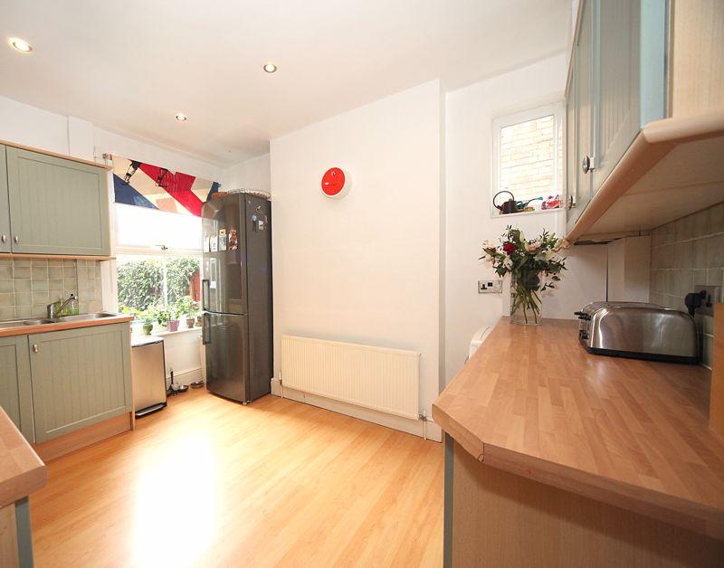 3 bedroom Semi-Detached  to rent in Havelock Road, Luton - Photo 11