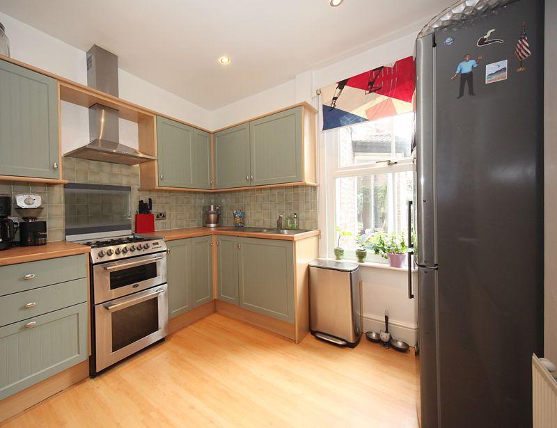 3 bedroom Semi-Detached  to rent in Havelock Road, Luton - Photo 12