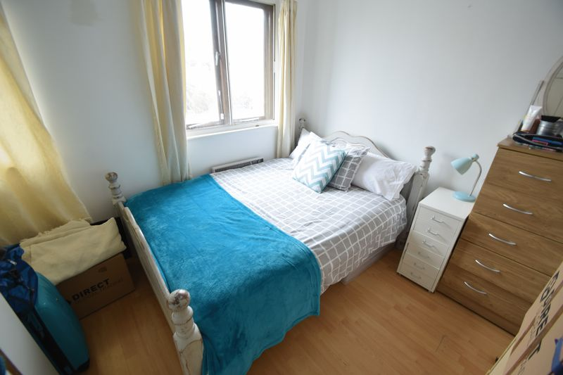 2 bedroom Mid Terrace to rent in Coverdale, Luton - Photo 4