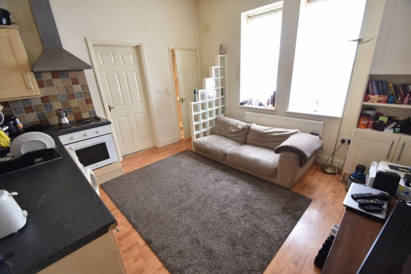 1 bedroom Flat to rent in Downs Road, Luton - Photo 5