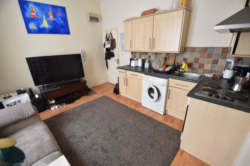 1 bedroom Flat to rent in Downs Road, Luton - Photo 6