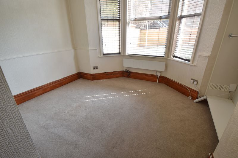 2 bedroom Maisonette to buy in Strathmore Avenue, Luton - Photo 2