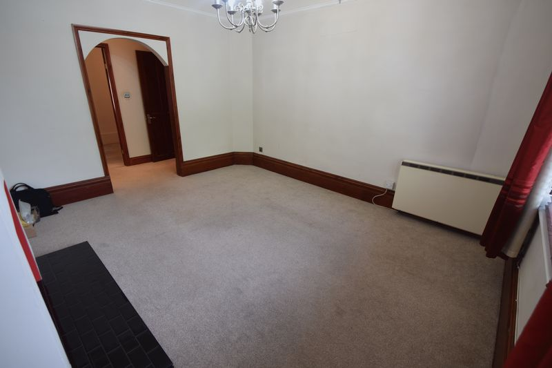 2 bedroom Maisonette to buy in Strathmore Avenue, Luton - Photo 8