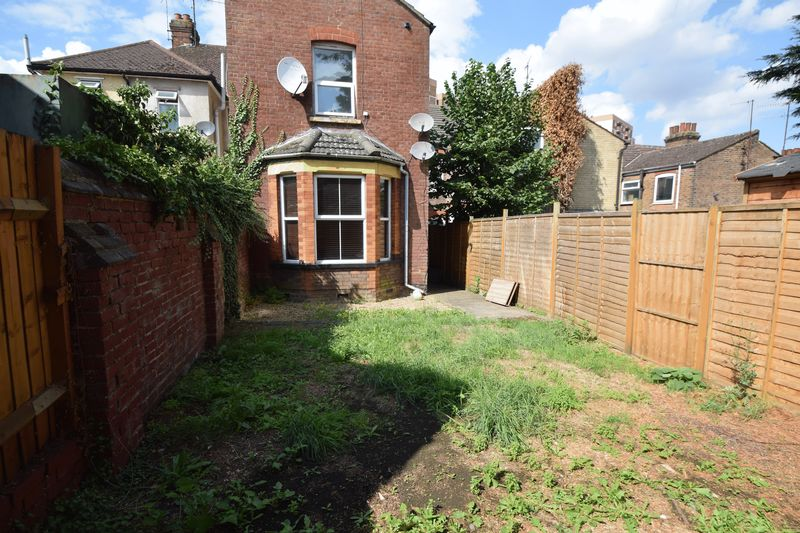 2 bedroom Maisonette to buy in Strathmore Avenue, Luton - Photo 15