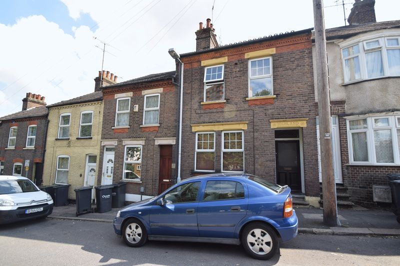2 bedroom Maisonette to buy in Strathmore Avenue, Luton