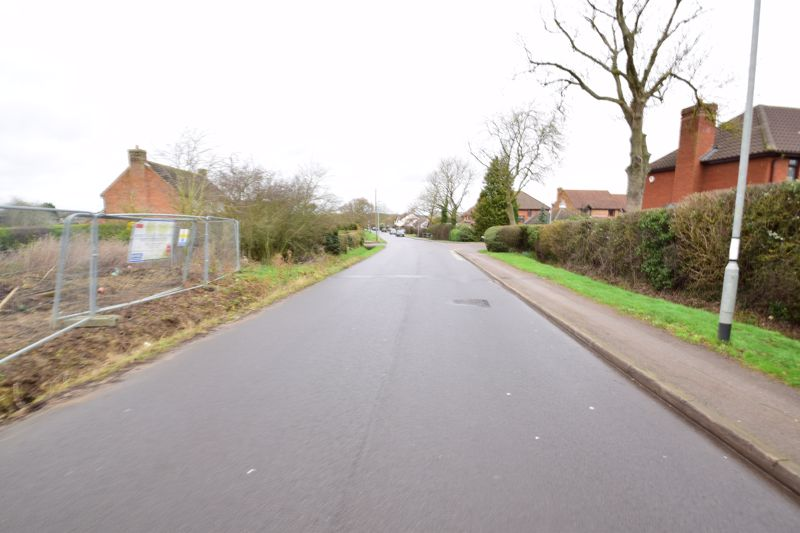 5 bedroom Detached  to buy in Pulloxhill Road, Bedford - Photo 6
