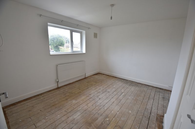 3 bedroom End Terrace to buy in Brays Road, Luton - Photo 3