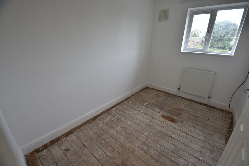 3 bedroom End Terrace to buy in Brays Road, Luton - Photo 4