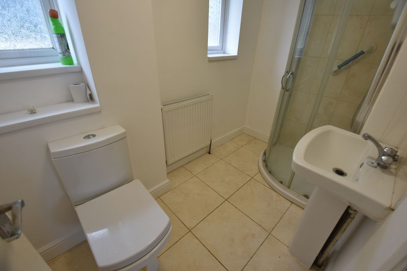 3 bedroom End Terrace to buy in Brays Road, Luton - Photo 7