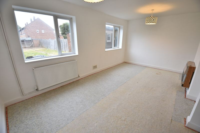 3 bedroom End Terrace to buy in Brays Road, Luton - Photo 9