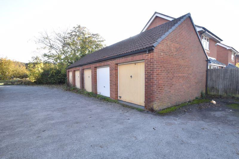 2 bedroom Mid Terrace to buy in Spurcroft, Luton - Photo 13